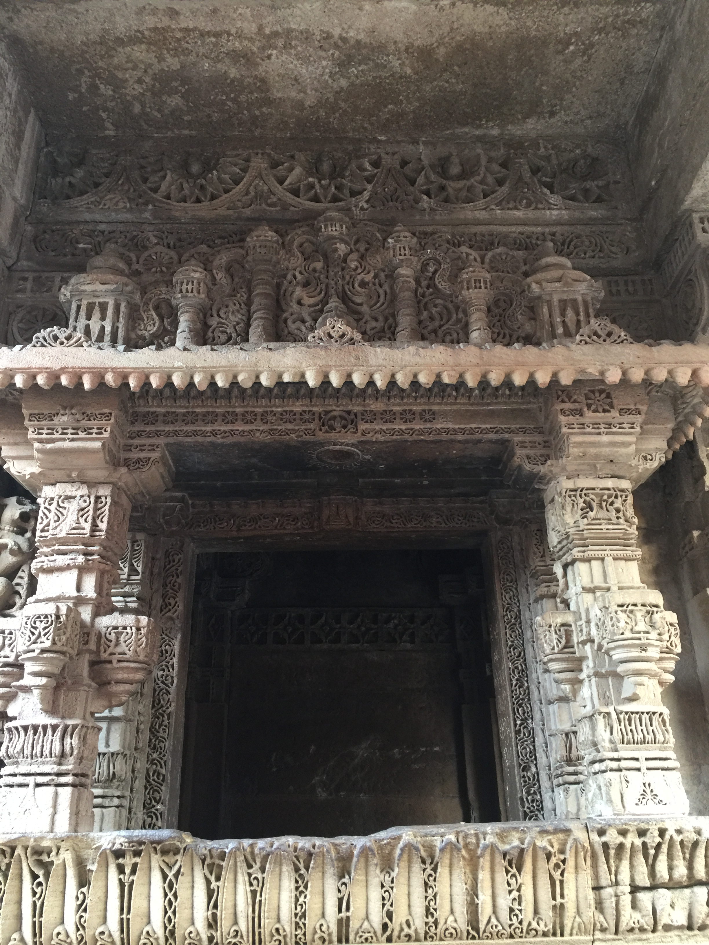 adalaj - intricately designed room