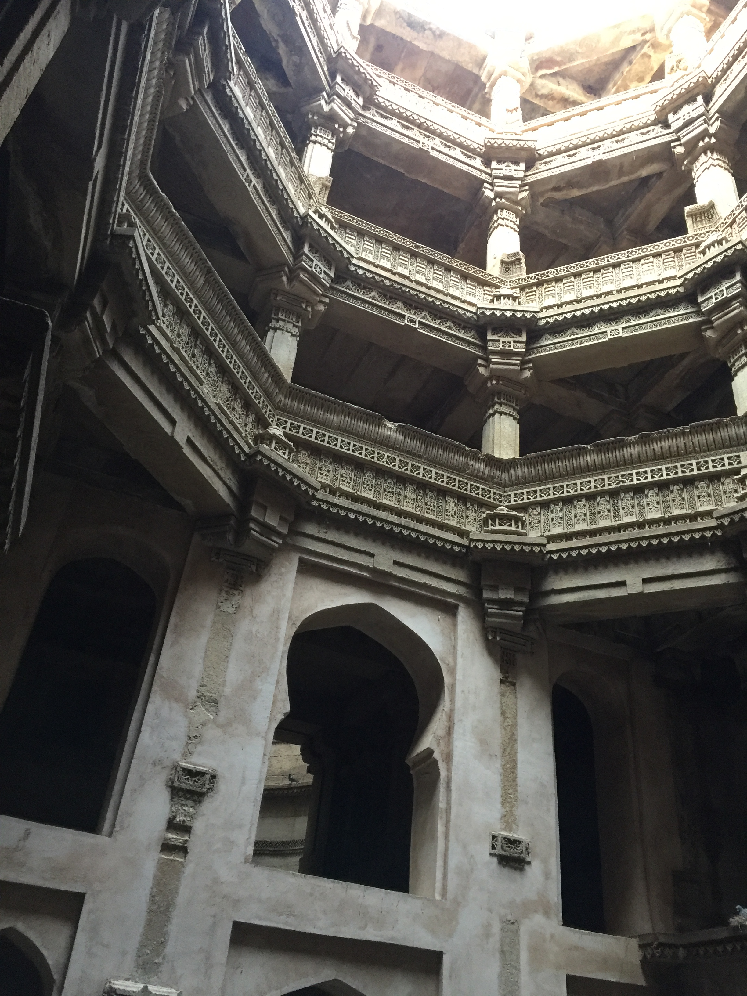 adalaj - view from the bottom deep down