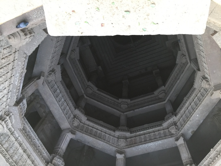adalaj - view from the top - inside the well